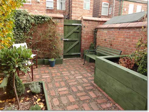 Portfolio a spacious low maintenance back garden for Back garden designs uk
